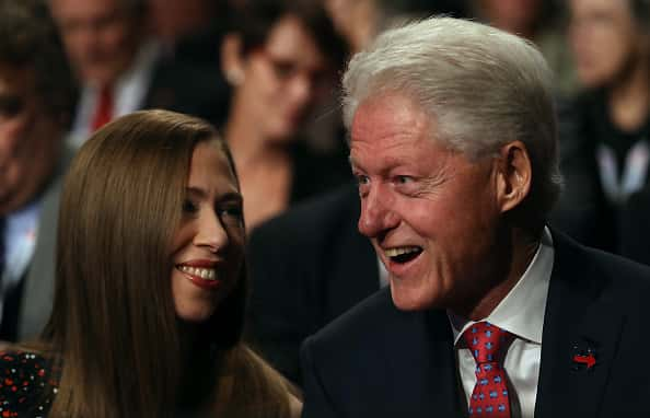 """Why AM I Telling You This"": Bill Clinton ve Chelsea Clinton'dan Yeni Podcast Yayını"